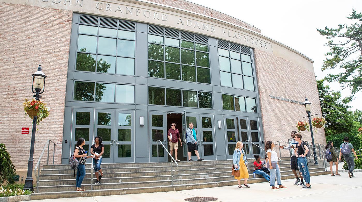 يساعدك مركز INTO جامعة هوفسترا لكي تنجح