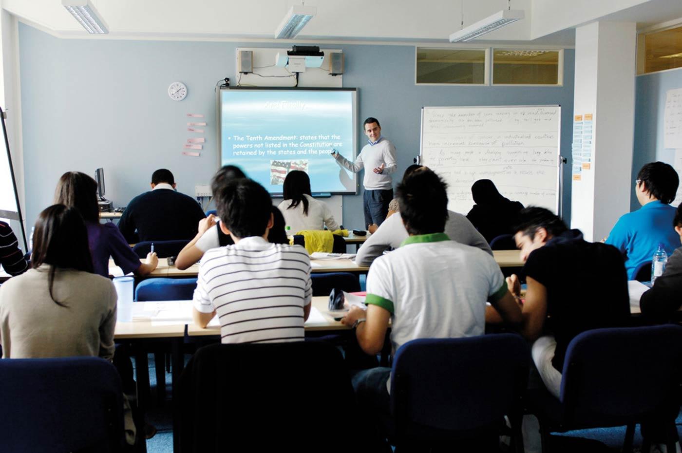 تم اعتماد جميع دورات اللغة الإنجليزية من قبل المجلس الثقافي البريطاني.