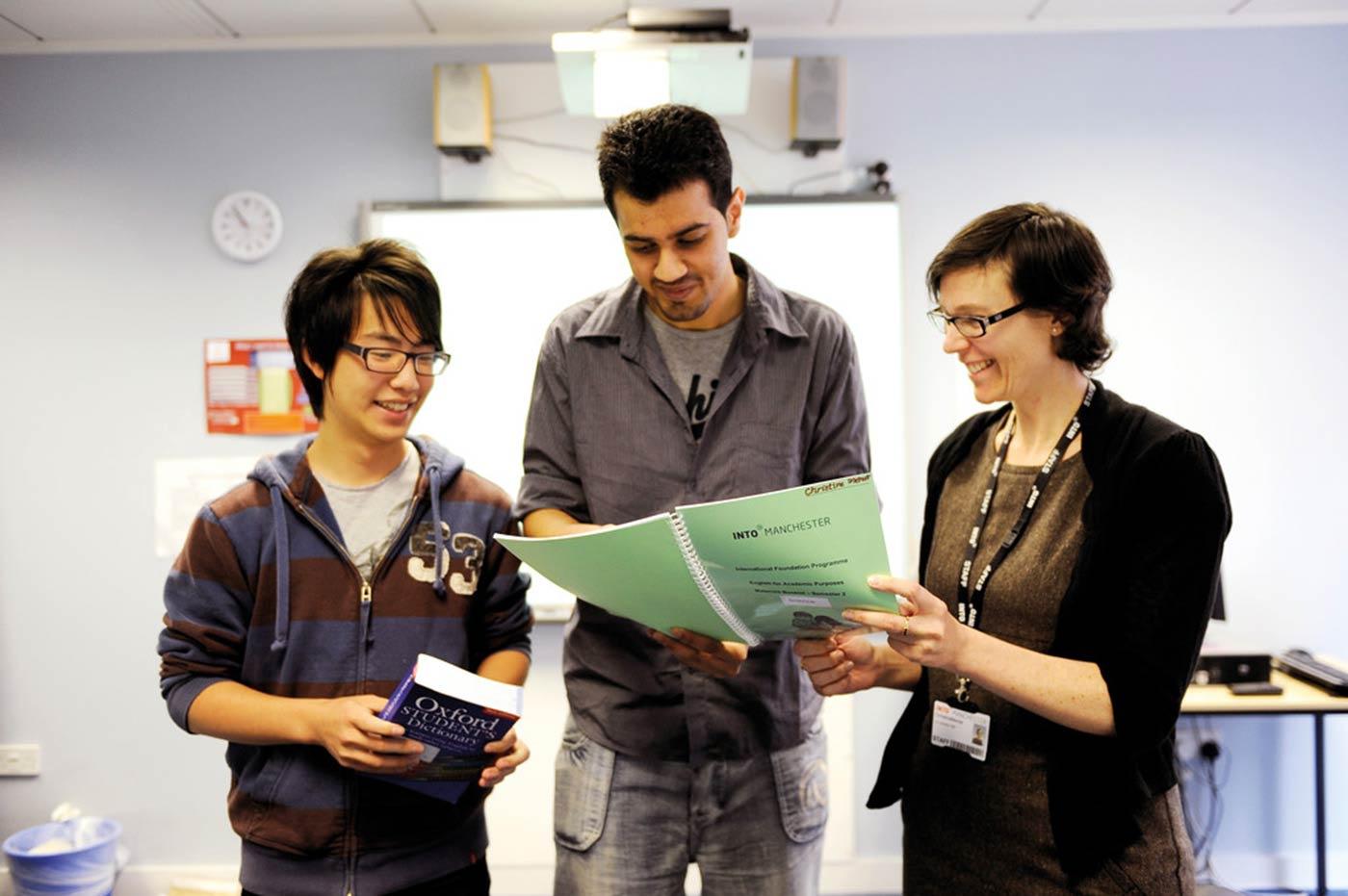 سيساعدك فريق التوظيف والمعلمون المرتبطون بالجامعة على اتخاذ الخيارات الصحيحة