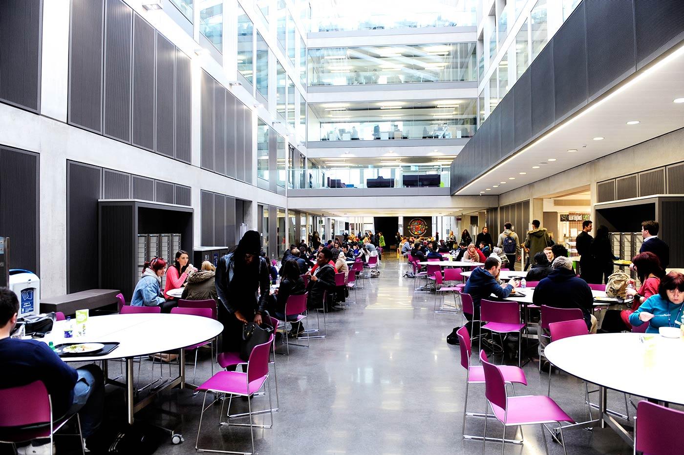 من أفضل 20 جامعة بالمملكة المتحدة في الجودة التعليمية