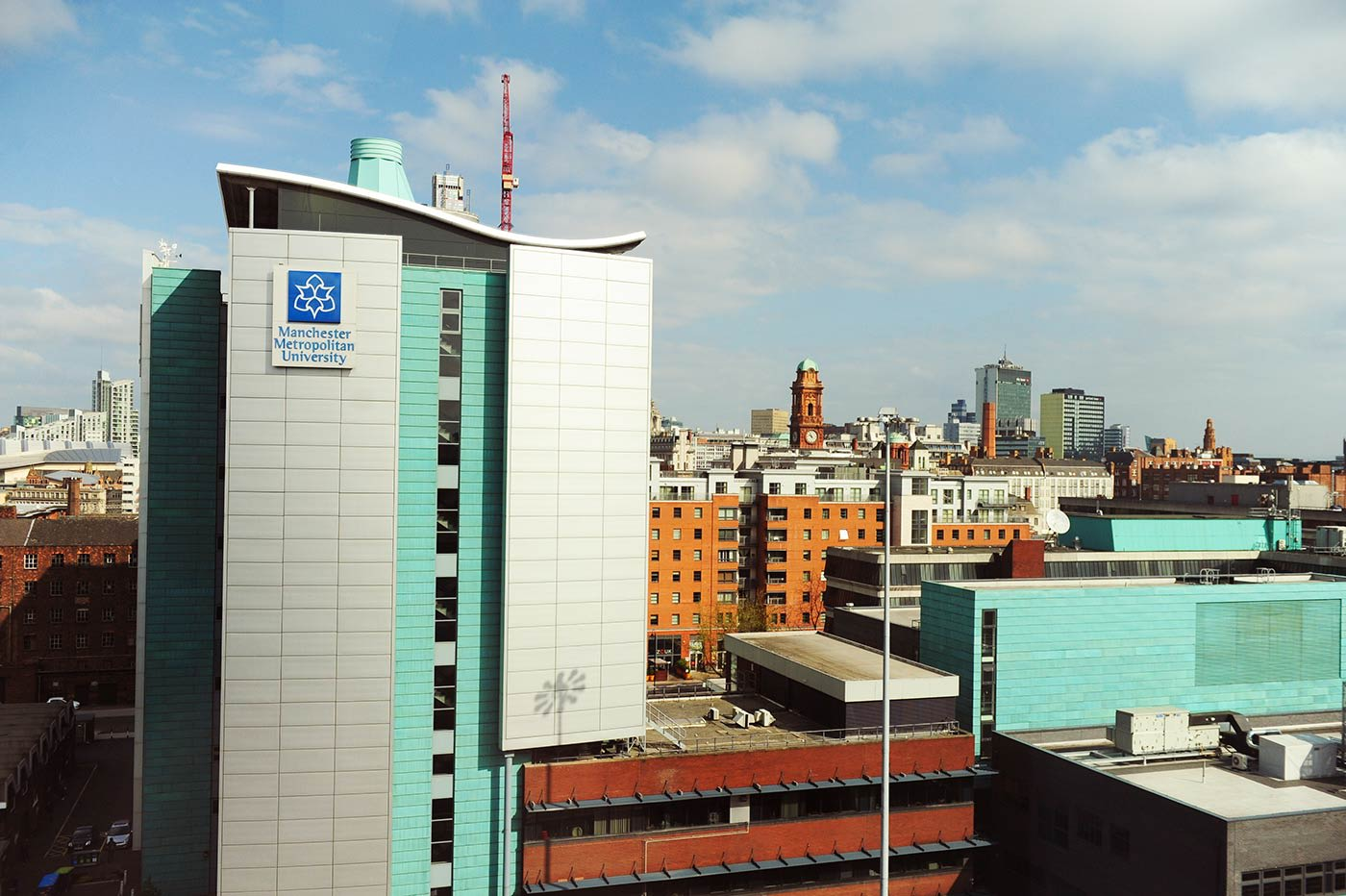 تقع جامعة ميتروبوليتان بمانشستر على بُعد مسافة قريبة سيرًا من مركز الدراسات INTO بمانشستر