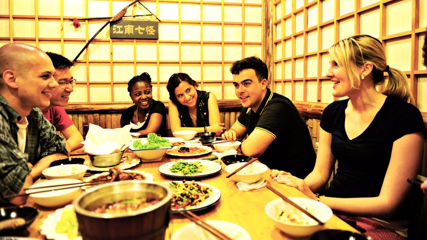 Nankai group of students eating dinner