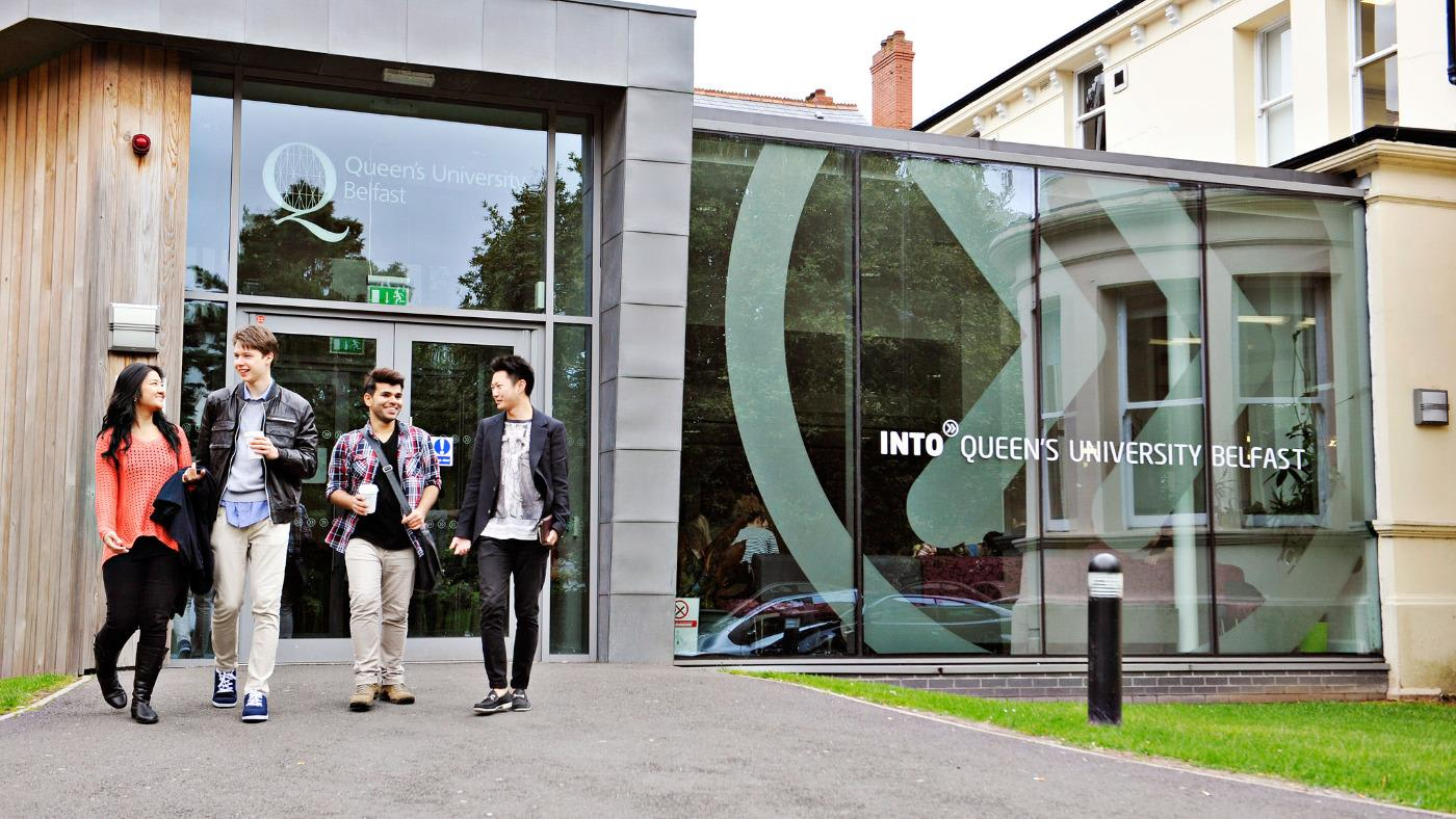 Students outside the INTO Queen's study Centre