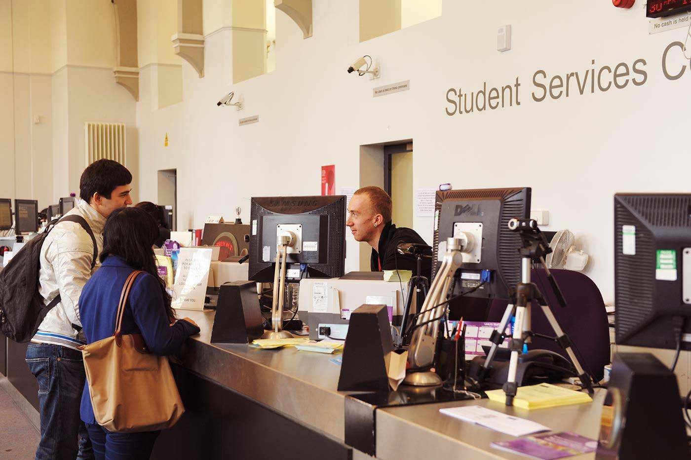 我们友好的学生服务团队拥有多年帮助国际学生的经验