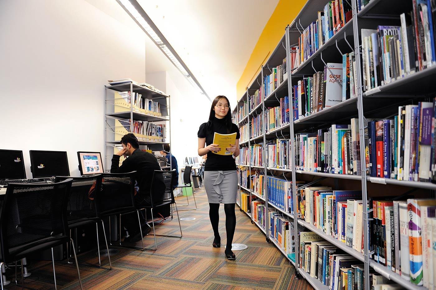 يتضمن مركز الدراسات الحديثة التابع لـ INTO مركز موارد التعلم