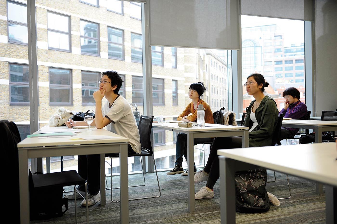 تم العرض على 96٪ من طلاب السنة الأولى في مركز INTO مكانًا في جامعة إيست أنجليا في عام 2013