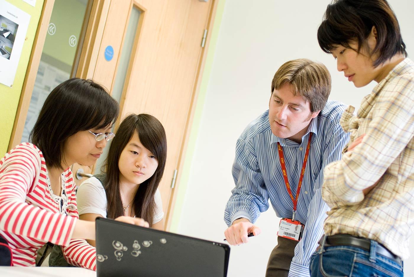 大学式教学模式帮助你高效适应英国大学