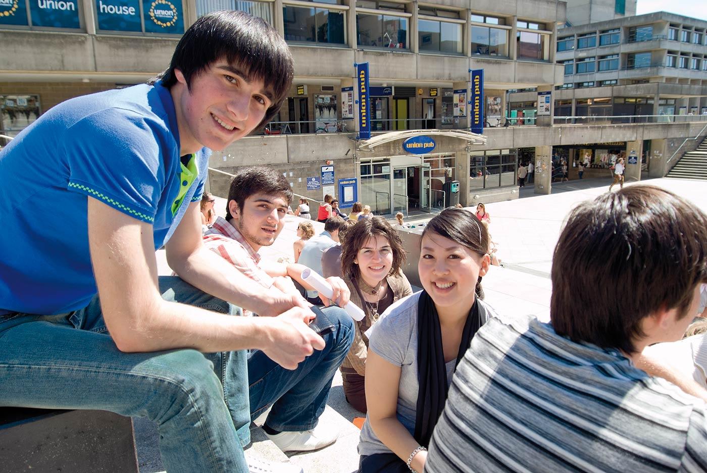 INTO学生可以无限制使用东英吉利大学的设施