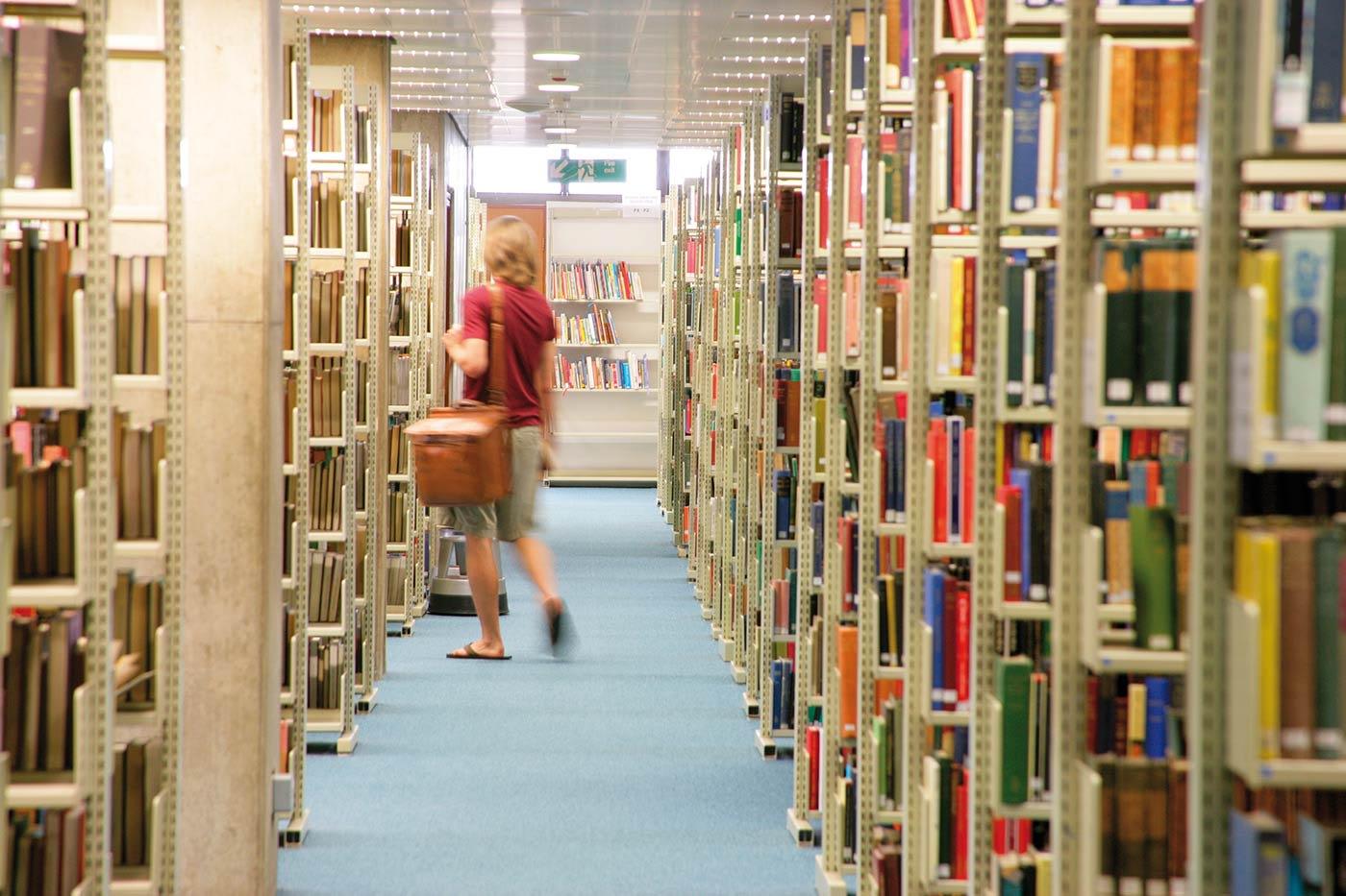 充分利用24小时全天候开放的大学图书馆