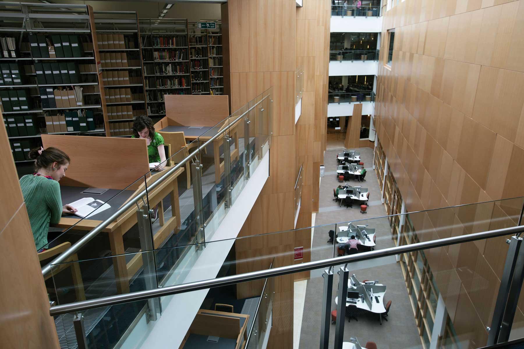 أماكن للدراسة هادئة ومنعزلة في مكتبة ماكلاي