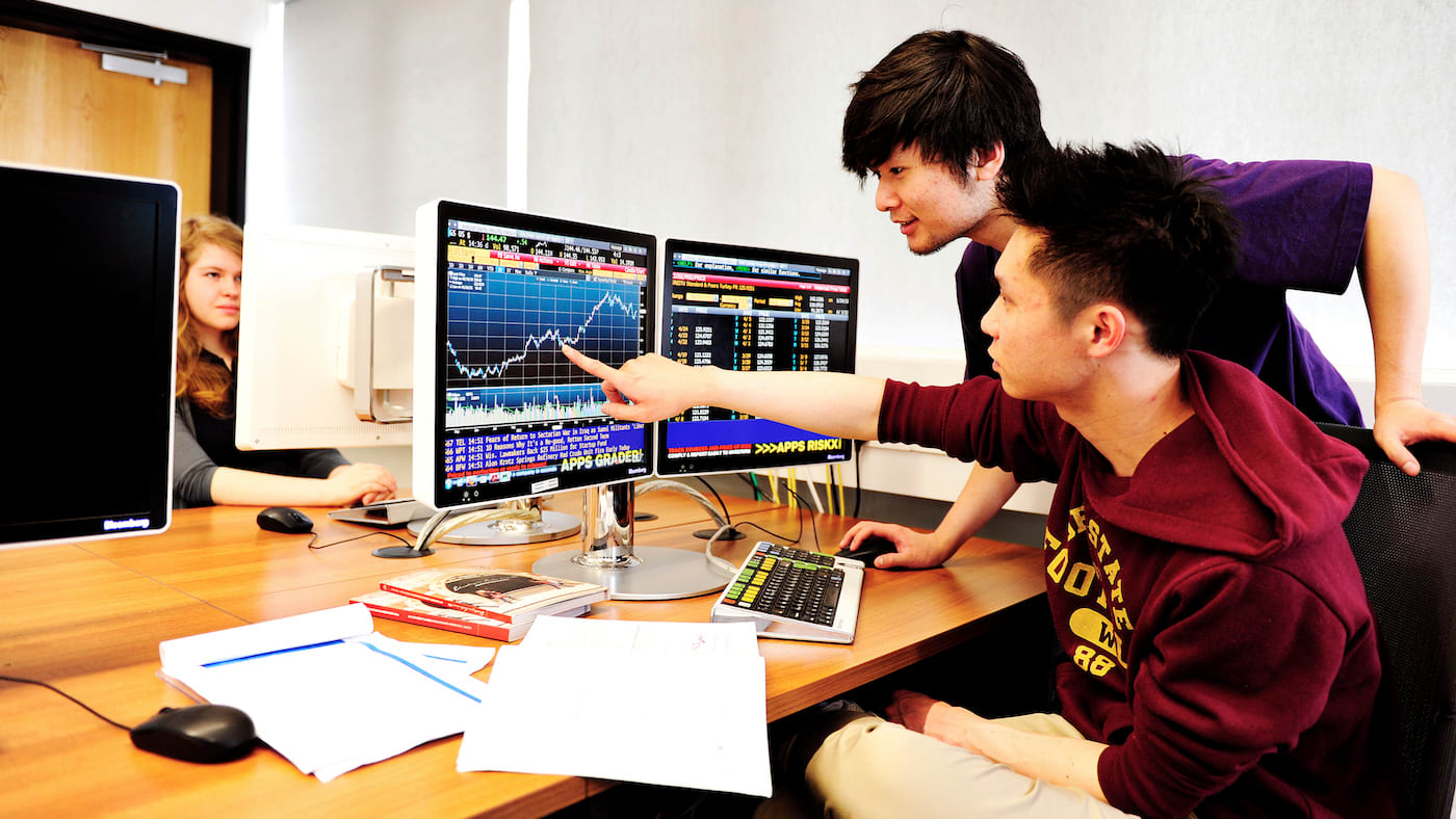 Secure your place to study Accounting and Finance abroad