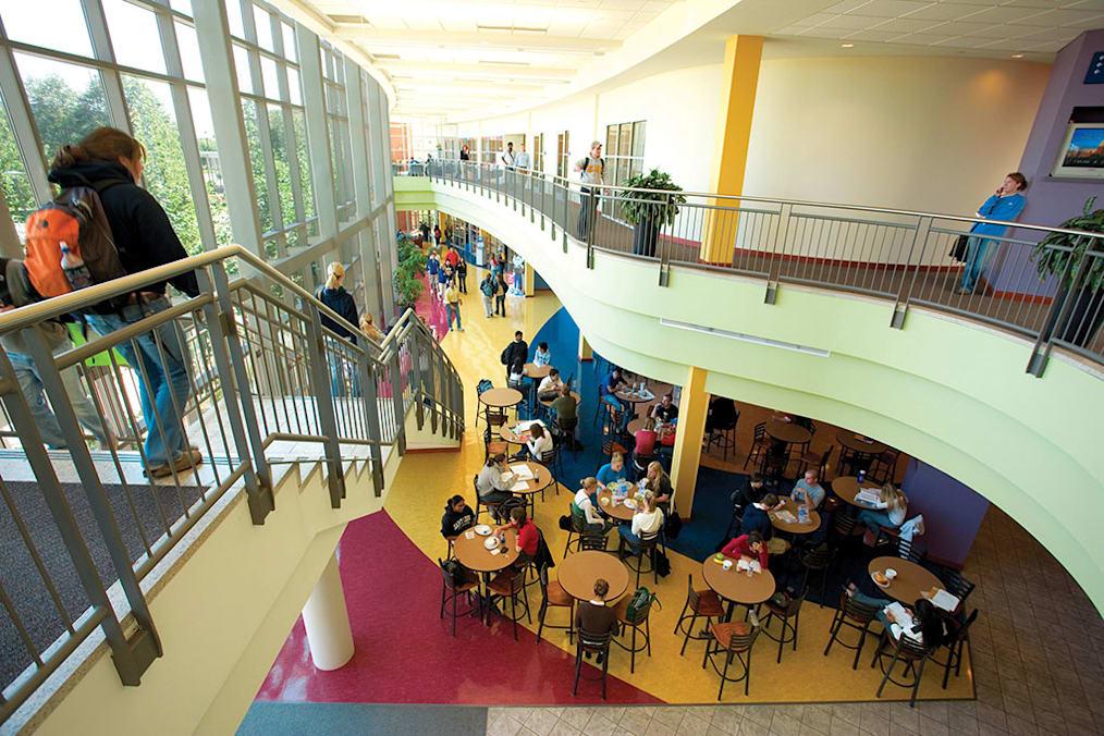 "مركز ""بوش"" للطلاب"