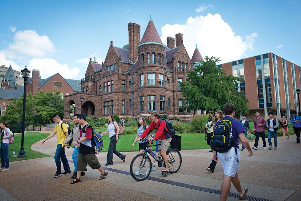 """صُنفت جامعة سانت لويس كواحدة من """"إحدى أفضل كليات أمريكا"""" من قِبل مجلة فوربس."""
