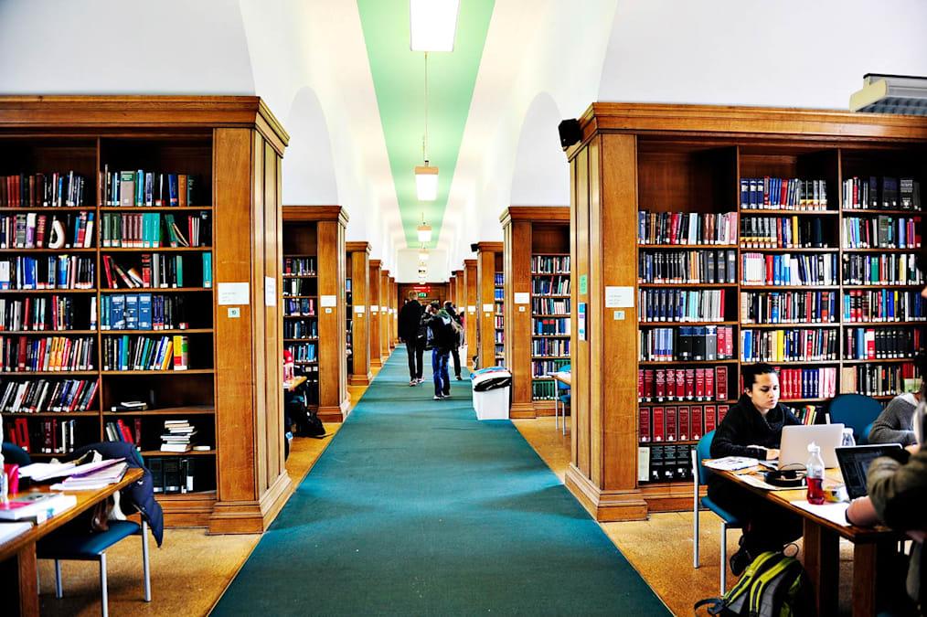 ادرس في واحدة من أفضل 5 جامعات بالمملكة المتحدة