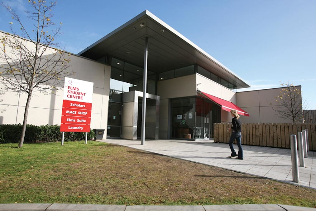 يمكنك زيارة مركز طلاب Elms للحصول على المساعدة وطلب المشورة
