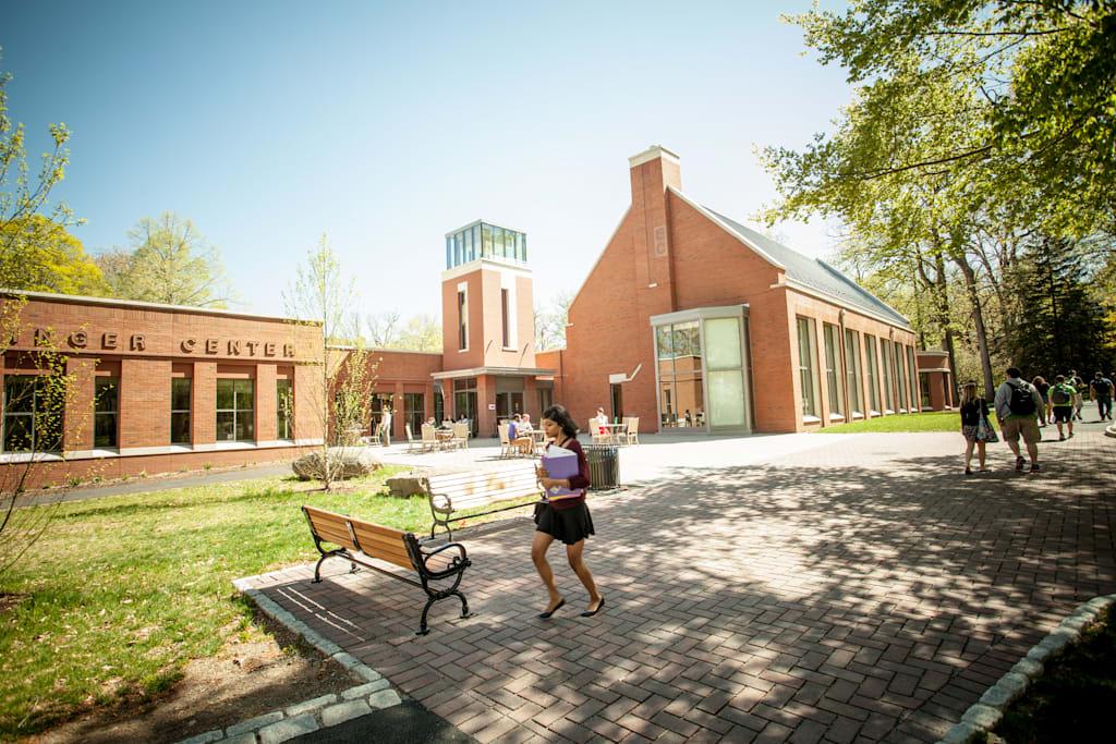 艾因格中心是大学内热门的会面场所