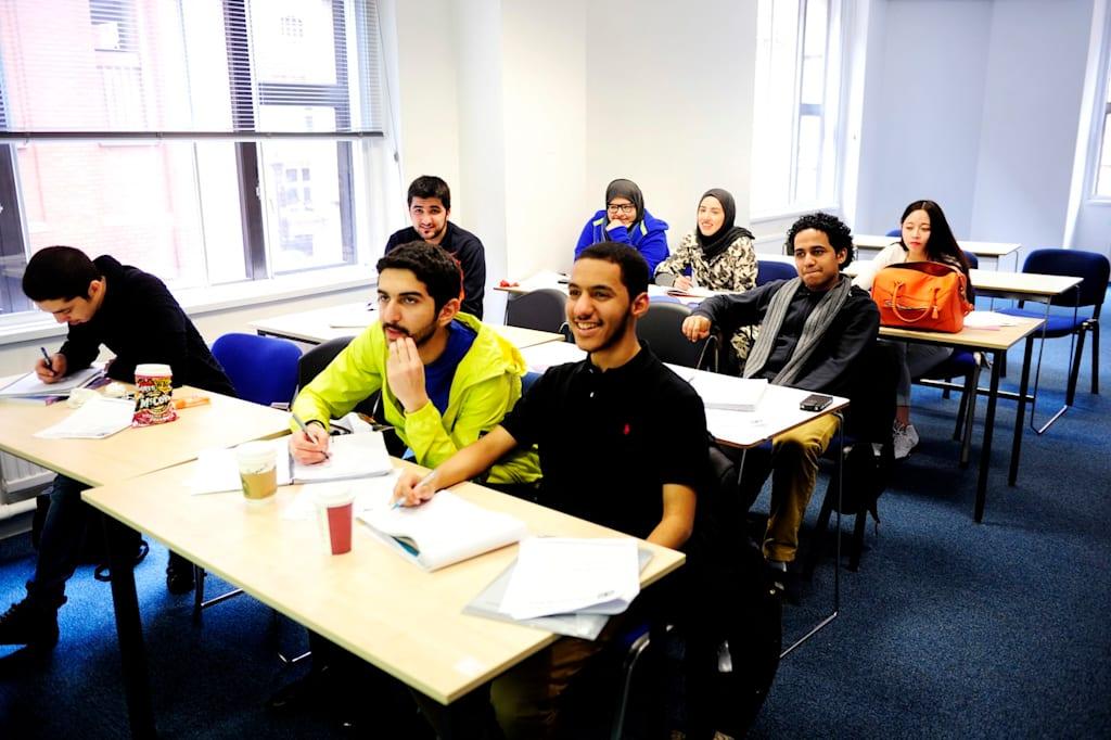 يساعد التدريس على غرار الجامعات على بناء ثقتك