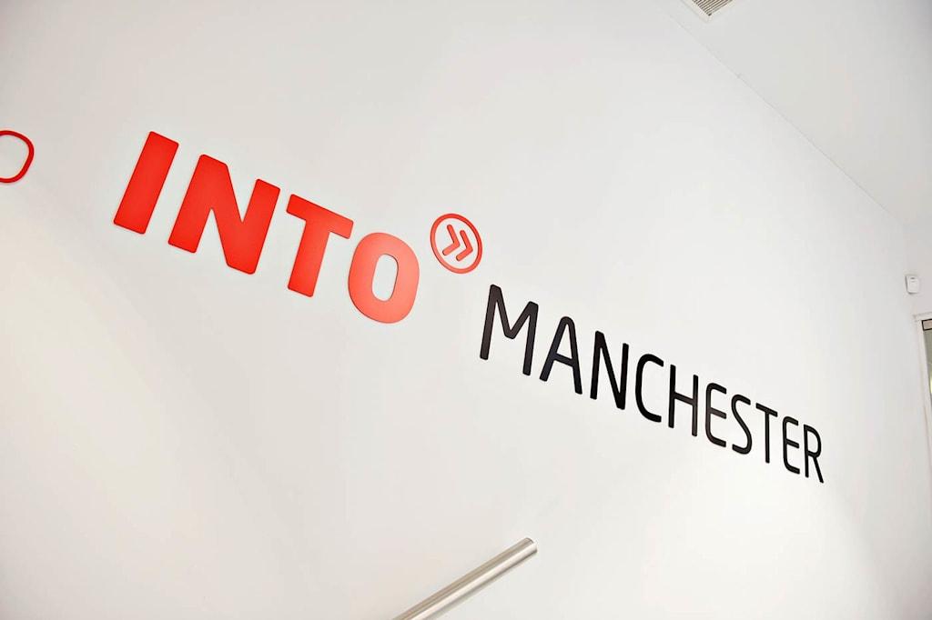 إن مركز الدراسات INTO بمانشستر على مقربة من المدينة ومرافق الجامعة.
