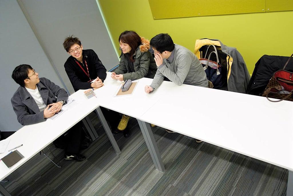 تعمل الحلقات الدراسية وورش العمل على تطوير مهاراتك