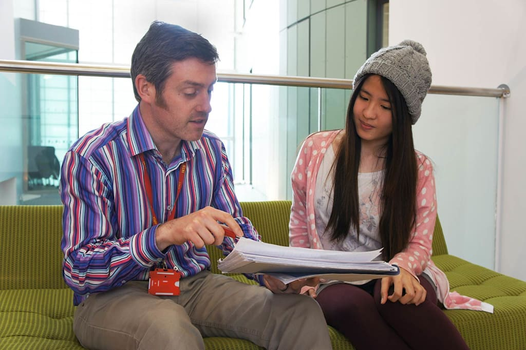 INTO学习顾问可以提供多种语言服务
