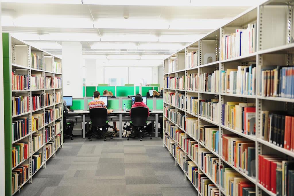 大学图书馆是自学或小组学习的理想之地