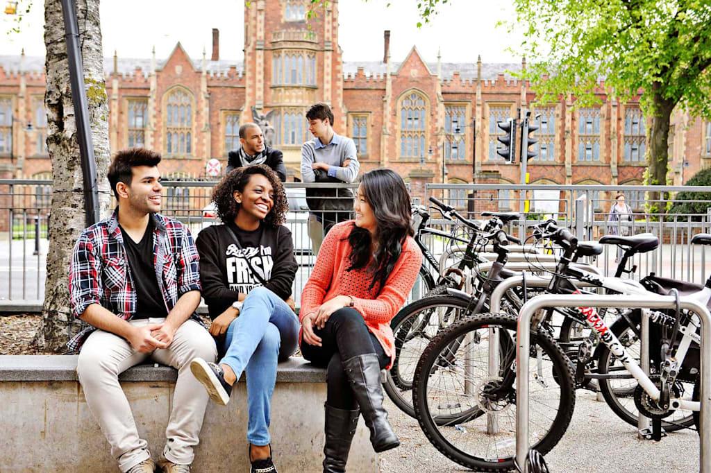 حرم جامعي في قلب مدينة بلفاست
